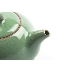 Tetera china, porcelana celadón con estructura craquelé